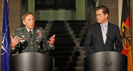 BM zu Guttenberg empfŠngt General Petraeus