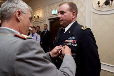 Lt. Gen. Ben Hodges and German Lt. Gen. Joerg Vollmer January 2016