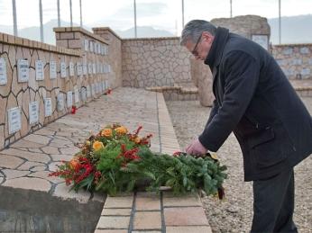 Bundespräsident Gauck am Ehrenhain in Masar-i Scharif