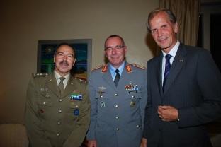 Ambassador Reinhard Schaefers, Generalmajor Salvatore Farina und Generalleutnant Volker Halbauer October 2014
