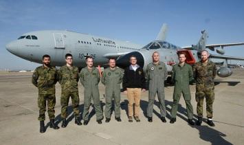 2-U.S. Defense Secretary Carter speaks with with coalition Troops on Incirlik Air Base 15 Dec 2015