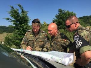 Brigadegeneral Gert-Johannes Hagemann instructing (M) the patrolling Unit in the KFOR Mission 2015 BW